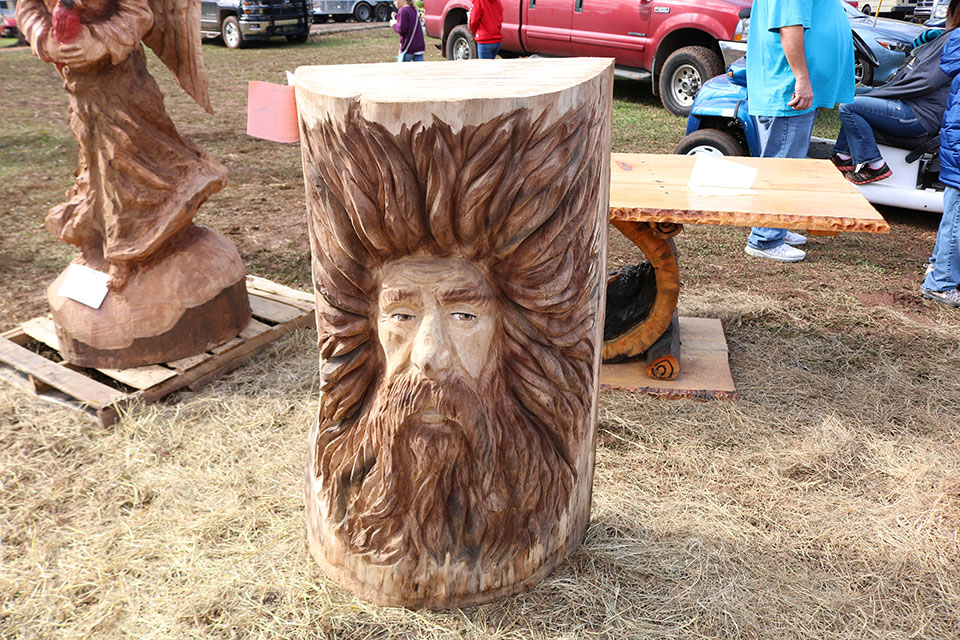 Chaptacular chainsaw carving event i love rv life